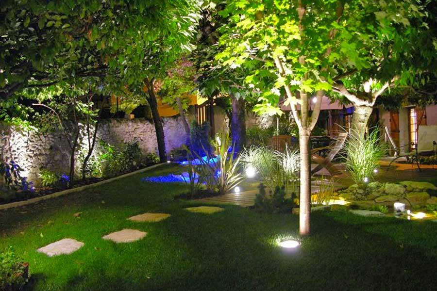 et mme de partage le jardin mrite dtre bien entretenu comme toutes les autres pices de la maison il doit avoir son propre systme clairage pour - Eclairage Jardin
